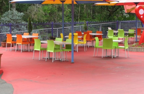 Outdoor Chairs and Tables Dreamworld IMG_0110