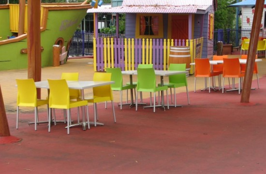 Outdoor Chairs and Tables Dreamworld IMG_0113