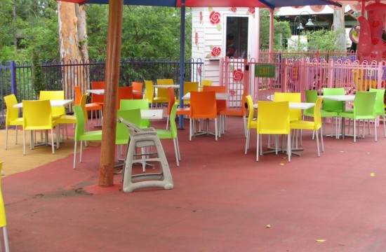 Outdoor Tables and Chairs Dreamworld IMG_0114