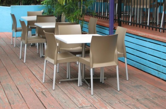 Outdoor tables and chairs - Dreamworld IMG_0116
