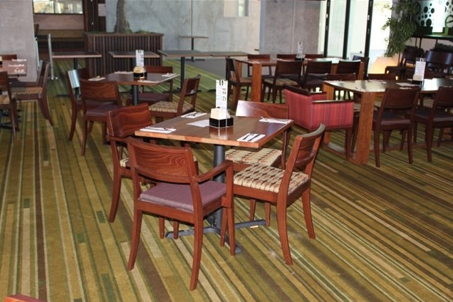 hotel-timber-dining-setting
