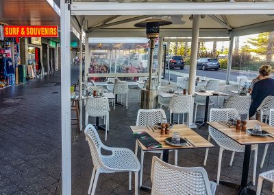 Cento per cento Italian in Bondi - Air Chair in White, Black Table Base with Compact Laminate Table Tops - Image 1