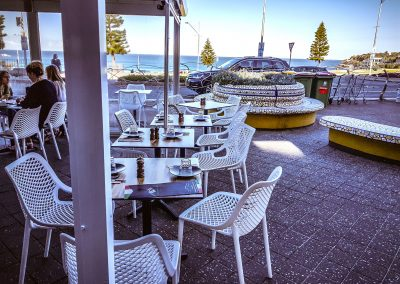 Cento per cento Italian in Bondi - Air Chair in White, Black Table Base with Compact Laminate Table Tops - Image 3