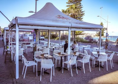 Cento per cento Italian in Bondi - Air Chair in White, Black Table Base with Compact Laminate Table Tops - Image 4