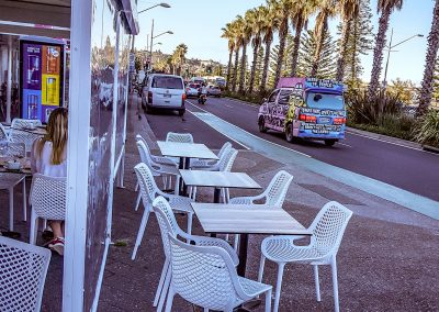 Cento per cento Italian in Bondi - Air Chair in White, Black Table Base with Compact Laminate Table Tops - Image 6