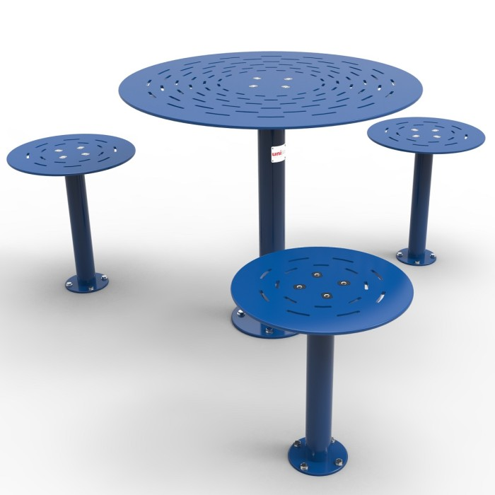 Alfresco Round Table Setting