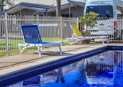 Big 4 Mildura Getaway Holiday Park - Pacific Sunlounger in White/Yellow & White/Turquoise