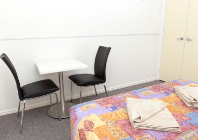 Cleveland Motor Inn Table & Chairs