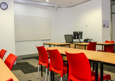 RMIT Education Table & Chair - Image 10