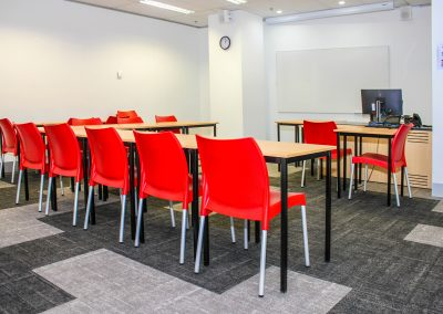 RMIT Education Table & Chair - Image 6